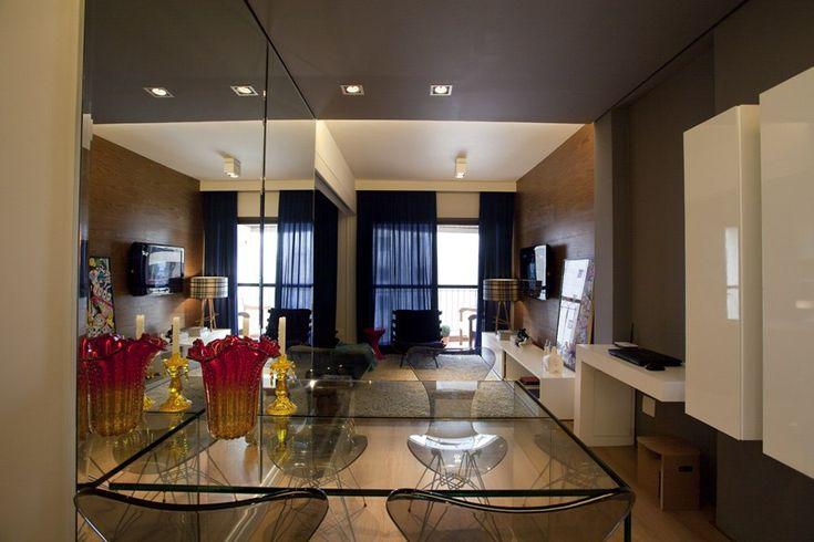 Апартаменты Leopoldo — 45 квадратов стиля и уюта    Апартаменты Leopoldo — отличный пример того, что даже небольшое пространство может быть стильным и уютным. Дизайнер интерьеров Maurício Karam сумел оптимизировать площадь в 45 кв.м. в Сан-Паулу, Бразилия. Апартаменты не подвергались ремонту на протяжении почти 20 лет. В первую очередь было решено избавиться от как можно большего количества стен. Сохранить приватность пришлось лишь в ванной комнате и в прачечной. Для визуального разделения…