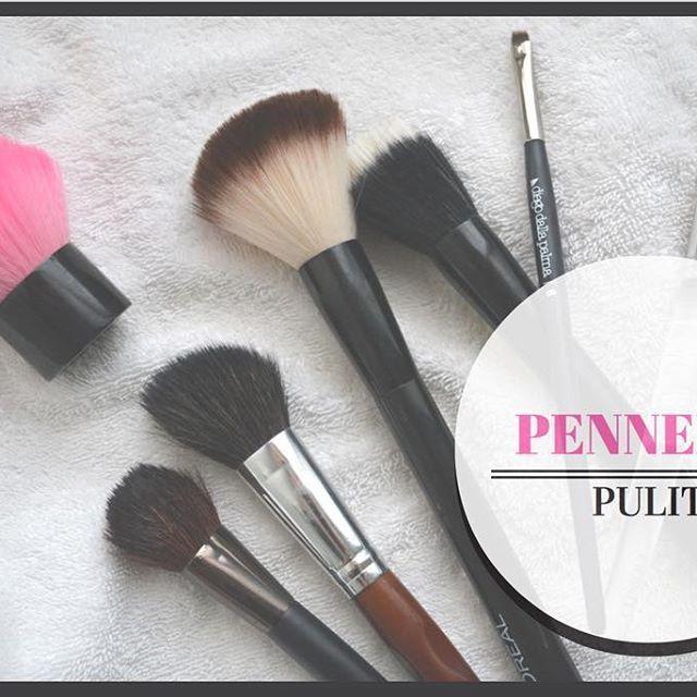 Il metodo più facile, veloce ed economico per pulire i pennelli da trucco?? Ve lo svelo sul blog! ☺️ Link in bio 🆙🆙🆙