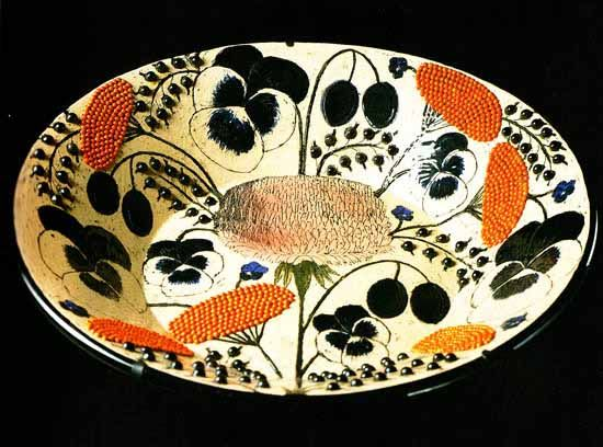 Bowl for Arabia (1964) by Finnish ceramic artist & designer Birger Kaipiainen (1915-1988). OOH. via Les Carnets du Design