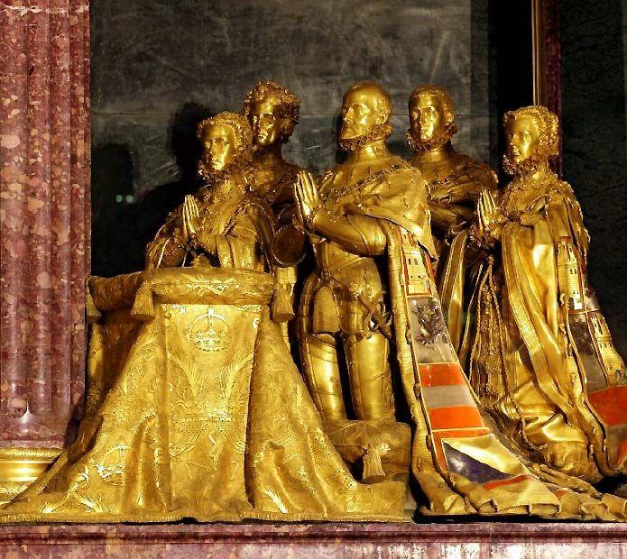 Cenotafio de Felipe II con sus esposas y su heredero. Real monasterio de San Lorenzo del Escorial 11