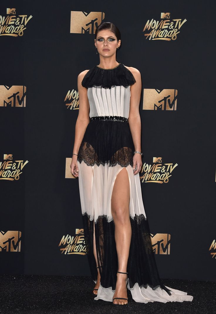 Alexandra Daddario - 2017 MTV Movie & TV Awards