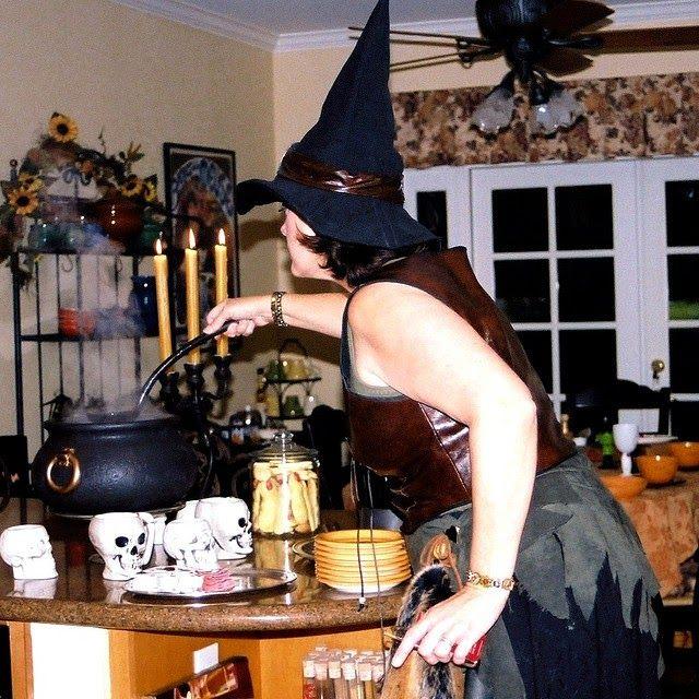 44 recettes spéciales Halloween - Idées de menus et recettes pour le repas du 31 octobre 2014 - Des plats en couleur oranges, noirs, parfois effrayants, des recettes spécial Halloween, des bento, des entrées, des plats à la citrouille, des desserts... le plus souvent faciles et rapides à cuisiner.