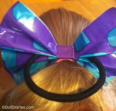 Make an easy hair bow for dolls or girls out of dusktape