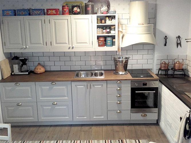 JUVIn täyspuinen keittiö vaalean harmaana. - Solid wood kitchen by JUVI-Production Finland