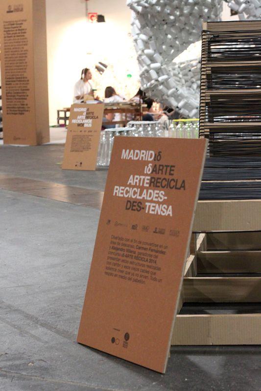 Cartel autoportante señalización espacio. Impresión personalizada 100% reciclable. #design #carboard #cartón #custom #eventos #mulafest2015