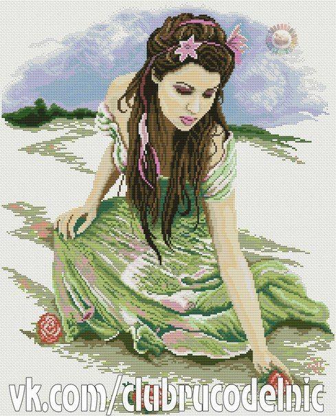 Dziewczyna na Plaży w Zielonej Sukience