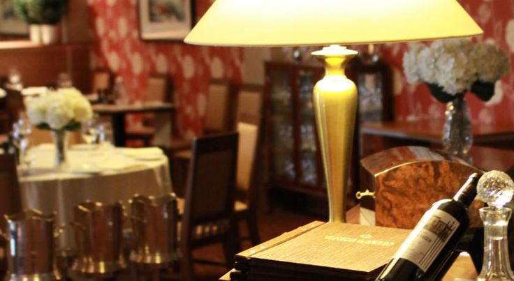 Vaughan Lodge Hotel Lahinch In an idyllic location on the shore of Liscanoor Bay, Vaughan Lodge is a small, boutique hotel, family-owned for 4 generations and 45 minutes drive from Shannon Airport.