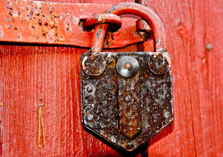Old rusty padlock. Photo By. Knut Erik Blom
