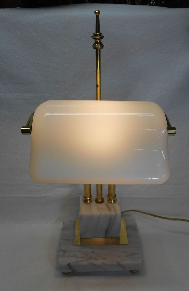 Has a three way turn switch capable of using a 3 way bulb but will ...