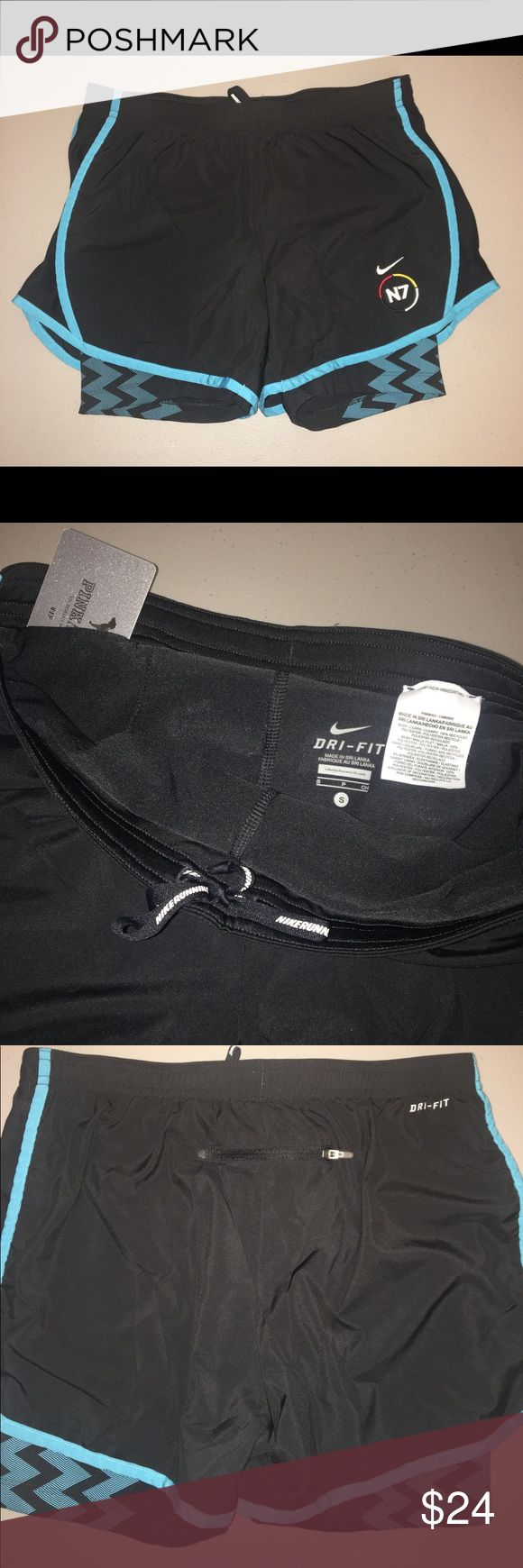Nike N7 3.5 2 in 1 Tempo Compression Shorts sz SM Nike N7 3.5 2 in 1 Tempo Compression Shorts Women's size Small Black, Blue #574082-010 Dri-Fit Elastic waist Stretch Inner drawstrings for more security Internal pocket for small items Outside back zip pocket Very good pre-owned condition Nike Shorts