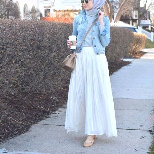 spring maxi skirt hijab- Long and modest hijab outfits http://www.justtrendygirls.com/long-and-modest-hijab-outfits/