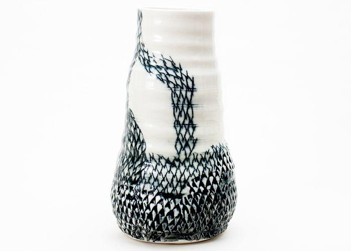 Mona Vander - Høj vase med sort mønster - Tinga Tango