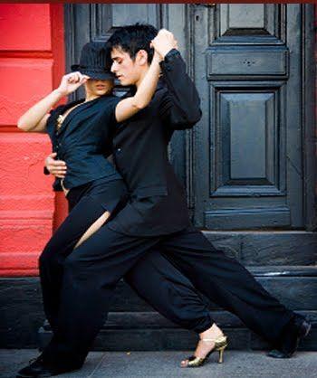 Photo Guillermo Perales González. Street tango dancers, Buenos Aires