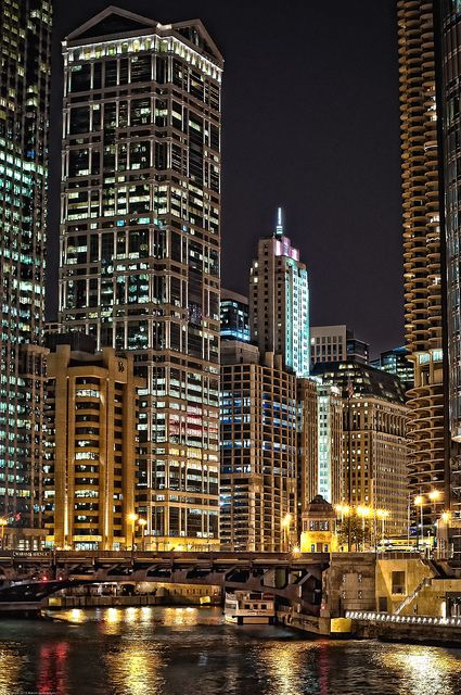 Chicago: My soon to be new home. I hope I get an apartment with a river view...Big Cities, Buckets Lists, Favorite Places, Buildings, Rivers View, Chicago Cities, Amazing Places, Chicago Training, Chicago Night