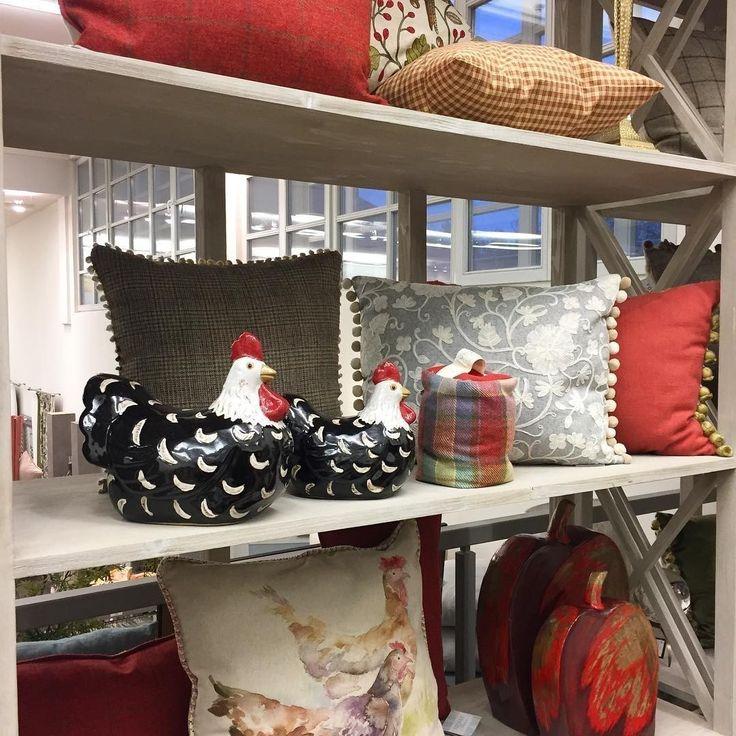 а у нас опять #новинки - яркие #аксессуары для осени. Спасибо @superseledka #подушки #курица #птицы #fabric #ткани #galleria_arben #pillows