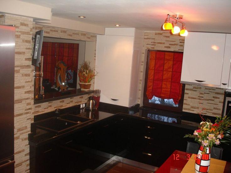 Electrocasnice incorporabile Electrolux Chiuveta granit negru si baterie mobila tip dus mobilier modern de bucatarie elegant