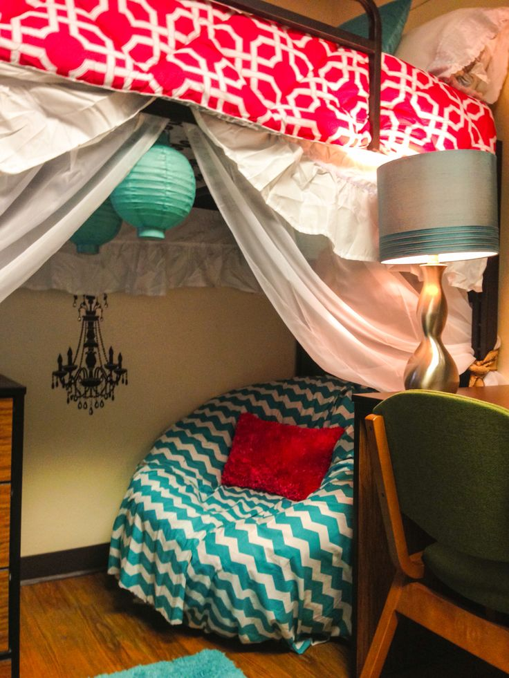 Crafty dorm room with under bed space