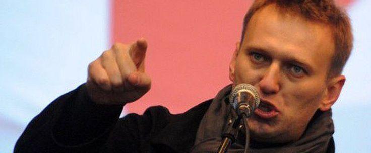 «Путин в ярости, что россияне узнают и о его золотых батонах» — Алексей Навальный.