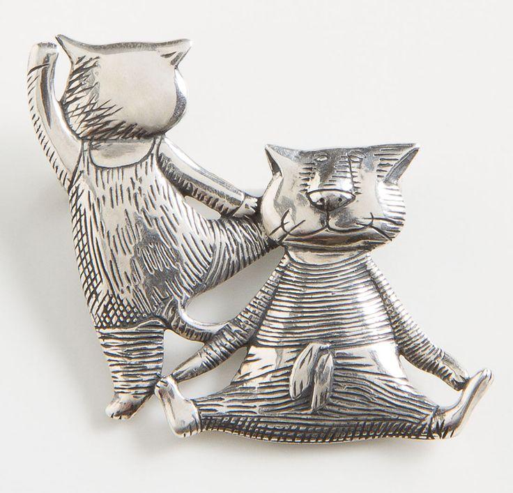 """Кошки на балетный станок Pin  два причудливые коты показать свою гибкость и мастерство в очаровательной миниатюрной штифта из стерлингового серебра, работы Эдварда Гори (американский, 1925-2000), который учился в Школе Художественного института в 1943 году Сделано в США. - 1 """"х 1 1/8"""". Cats at the Ballet Barre Pin, Pins, Jewelry, Home - The Museum Shop of The Art Institute of Chicago"""