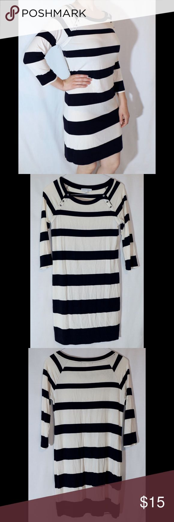 Navy and white striped dress Long sleeved dress with bold stripes in navy and white. Technically a small but really fits better for a medium. Threads are starting to come loose under one arm, probably a quick fix if you have skills with a needle and thread or sewing machine. Banana Republic Dresses Long Sleeve
