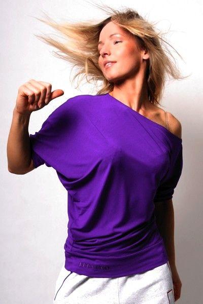 Spontanic Violet t-shirt ismukke lilla farve tildamer, der elsker dans, zumba ogfitness. http://2skin.dk/eshop/t-shirts/558-spontanic-violet