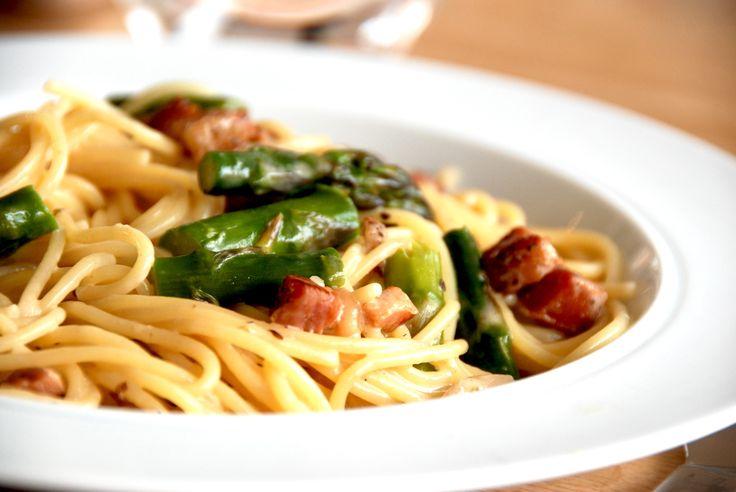 Spaghetti+med+bacon+og+cremet+flødesauce