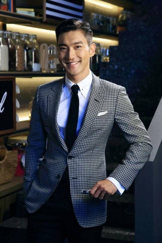 What does SM Entertainment's Lee Soo Man think of Siwon and his 'She Was Pretty' character? | allkpop.com