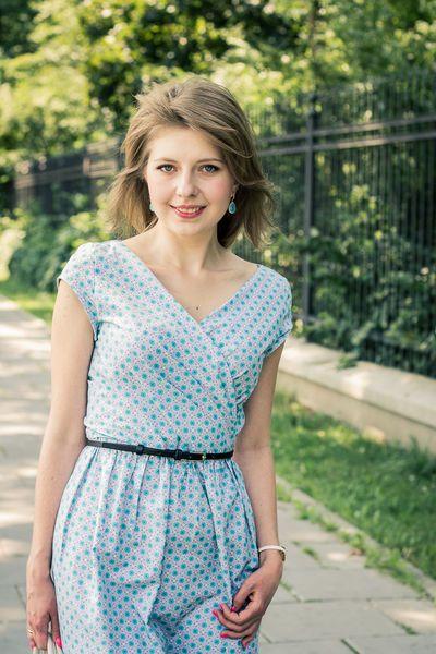 Kopertowa sukienka na lato - Stylizacje - Burda.pl - szycie i wykroje!