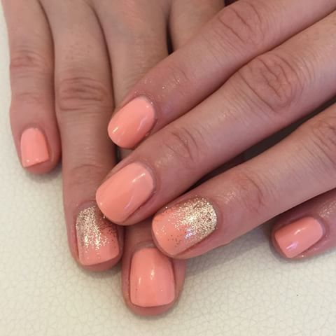 Summer Holiday Nails CND Shellac in Salmon Run with Lecente fine glitter #nails #nailblogger #nailsdid #nailporn #nailswag #nailstagram #CNDshellac #shellac #glitteraddict #glitternails #glitter #peachnails #gowithapro #showscratch #lecente #salmonrun #goldglitter #cndprospotlight