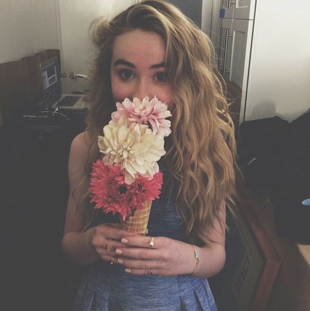 (Fc: Sabrina Carpenter) Hi I'm Charlotte Carson! 15 and single. I love to read and sing! Introduce?