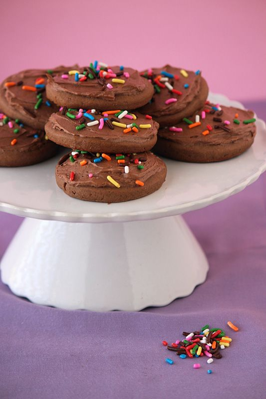 Chocolate Lofthouse Cookies (you know, those super sweet cookies you buy from Walmart) #handletheheat