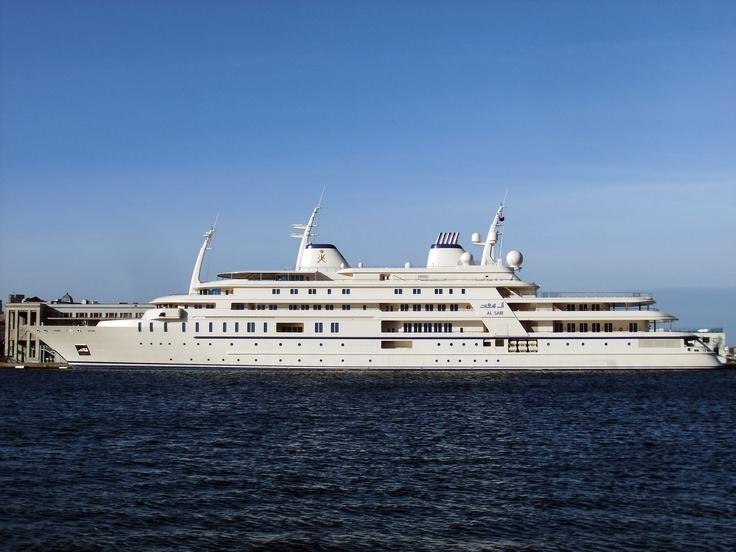 maxy yacht: 160 m