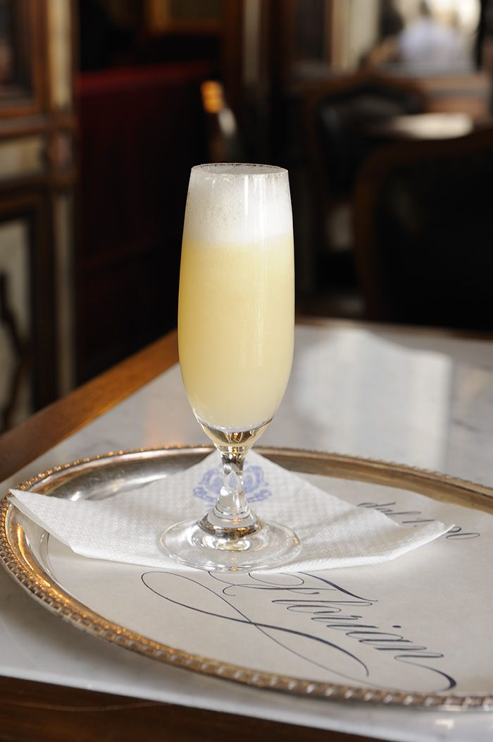 In Venice, the aperitif is a ritual that fills the bars and taverns of the city. The Venetian cocktail best known in the world is the Bellini composed by prosecco and peach, serving at #Florian only in season. #venice #caffèflorian