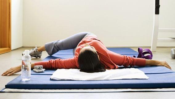 Les douleurs au dos sont très fréquentes, surtout lorsqu'on prend de l'âge… Et nous ne parlons pas ici du 3e ou du 4e âge! Dès la fin de la trentaine, parfois même avant, plusieurs personnes expérimentent de petits inconforts au réveil, ou après être resté longtemps dans une certaine position. Pourtant, les maux de dos, …