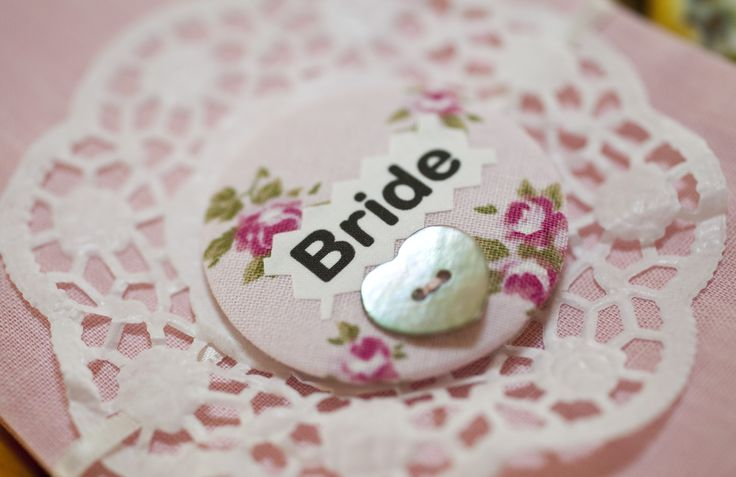 vintage wedding, personalised badges, wedding seating plan, wedding place names, hen badges www.liliesanddaisies.co.uk