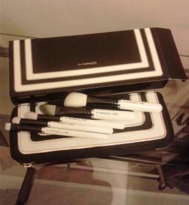 MAC Stroke of Midnight brush set in Essentials