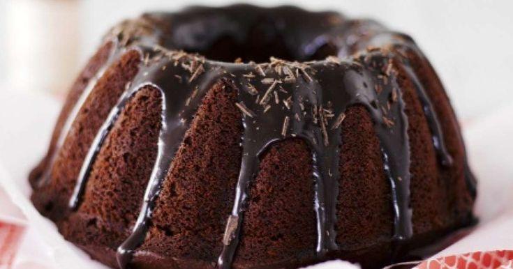 Tämä syntisen hyvä kahvikakku sopii parhaiten aikuiseen makuun. Kahvin maku tulee kakkuun kuorrutteesta, joka valutetaan suklaakakun päälle.