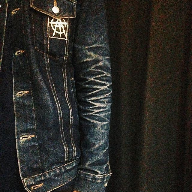 Raw denim jacket with luxury fade, never gonna be a mistake  Do you have another one like this?? Drop to our mail to get featured on our feed  aboutdenim[at]gmail.com  @alfiwp_