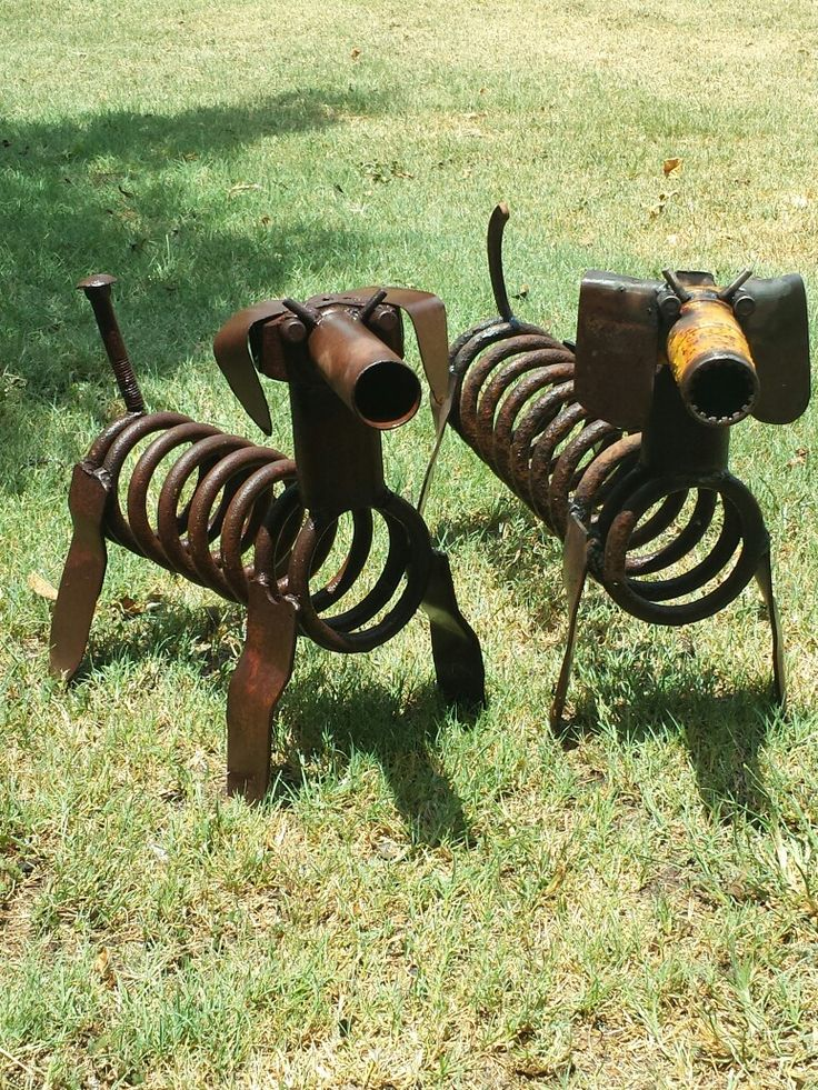 Metal art dogs  Scrap metal art  Junk yard dogs Weeny dog couple