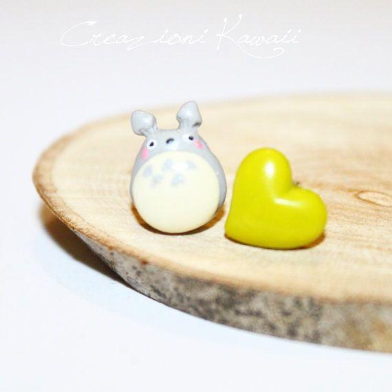 Ehi, ho trovato questa fantastica inserzione di Etsy su https://www.etsy.com/it/listing/260675976/totoro-polymer-clay-stud-earrings