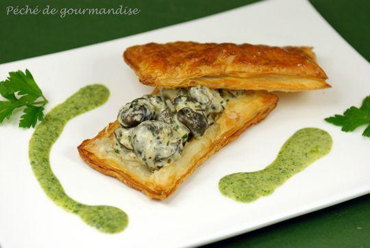 Feuilleté d'escargots au coulis de persil plat d'après François Paul - La recette est du chef François Paul, doublement étoilé au Michelin, chef du restaurant Le cygne à Gundershoffen en Alsace.