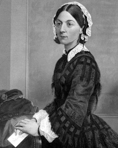 Florence Nightingale, (Florencia12.5.1820-Londres, 13.8. 1910), enfermera, escritora y estadística británica, considerada pionera de la enfermería moderna y creadora del primer modelo conceptual de enfermería. Creó en 1860,primera escuela laica de enfermería en el mundo . El juramento Nightingale efectuado por los enfermeros al graduarse, fue creado en su honor en 1893. El Día Internacional de la Enfermería se celebra en la fecha de su cumpleaños.