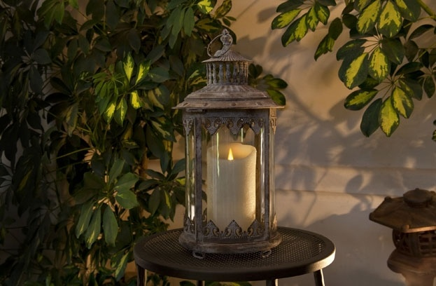 Luminara flameless candles in a lantern outdoors looks so chic!