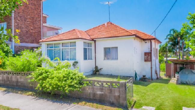 Maroubra house sells for $2.36 million to a developer at auction. #sold #SydneyRE #realestate #property #house #home