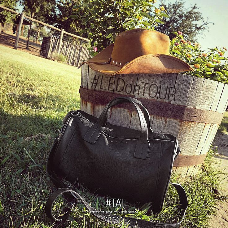 Take your TAI bag with you...#LED on tour! http://bit.ly/TAI_LED #americantour #lovebags #bags #handbags #ledemotion