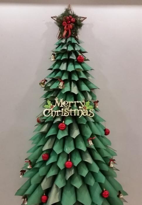 Diy ideas para montar un rbol de navidad original for Decoracion de navidad barata