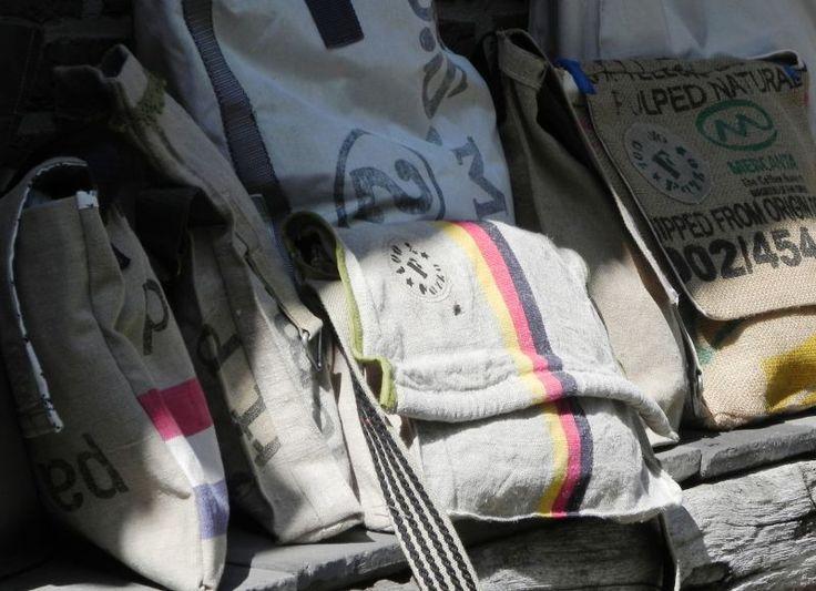 Fazzo unieke tassen van vintage materialen zoals PTT Postzak, koffiezak, plunjezak / Fazzo handmade messenegerbag made of vintage materials Postal bag, coffeesack, duffelbag