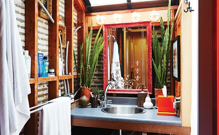 A Baja California style bathroom in Brent Bolthouse's Venice homeBathroom Plants, Bolthouse Venice, Plaster Wall, Dreams Abode, Beautiful Bath, Exterior Bath, Domaine Brent Bolthouse, Bathroom Lights, Domain Brent Bolthouse