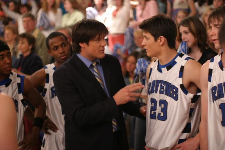 Dan puts the pressure on Nathan in season 1. #OneTreeHill
