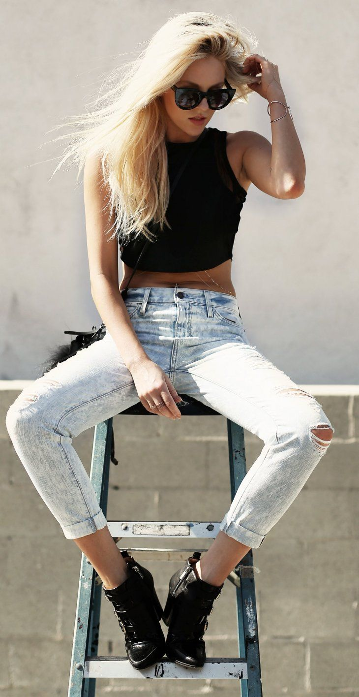 ootd: crop top + ripped jeans